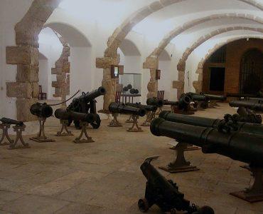 https://feira-cutelaria.pt/wp-content/uploads/2019/08/museu-militar-canhoes-370x300.jpg